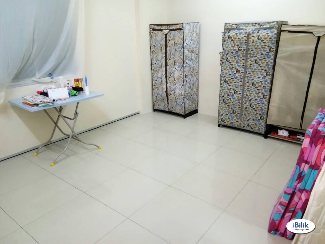 Big Middle Room at Platinum Lake PV15, Setapak