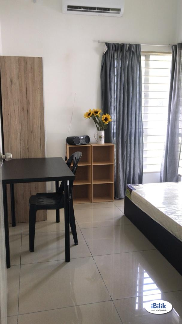 Setia Alam Middle Room For Rent