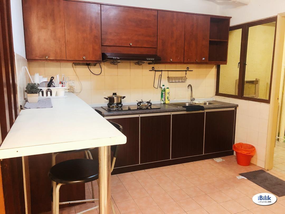 **FREE Utilities** Fully Furnished Master Room at Palm Spring, Kota Damansara