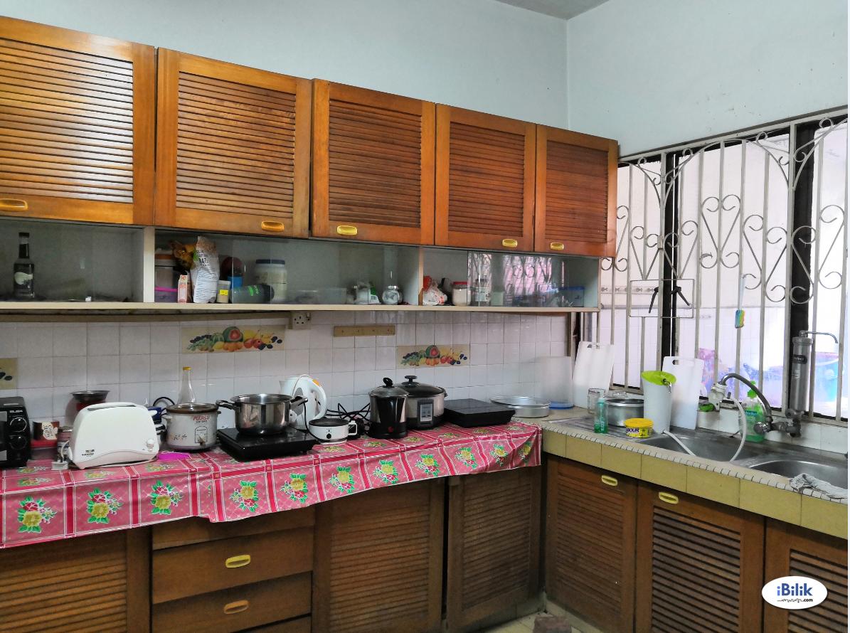 [Available Now] Partitioned Middle Room at Kelana Jaya / Damansara Jaya /  Taman Mayang / Petaling Jaya