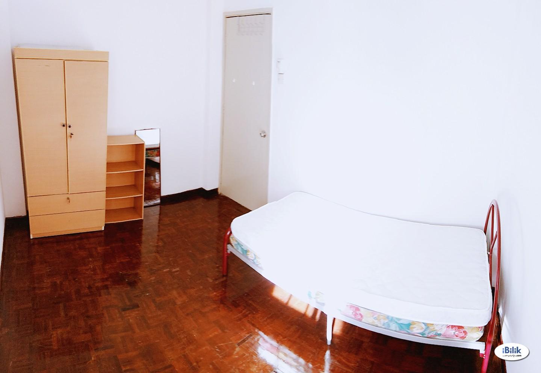 Middle Room Near LRT Cahaya at Metro Villa Apartment, Ampang