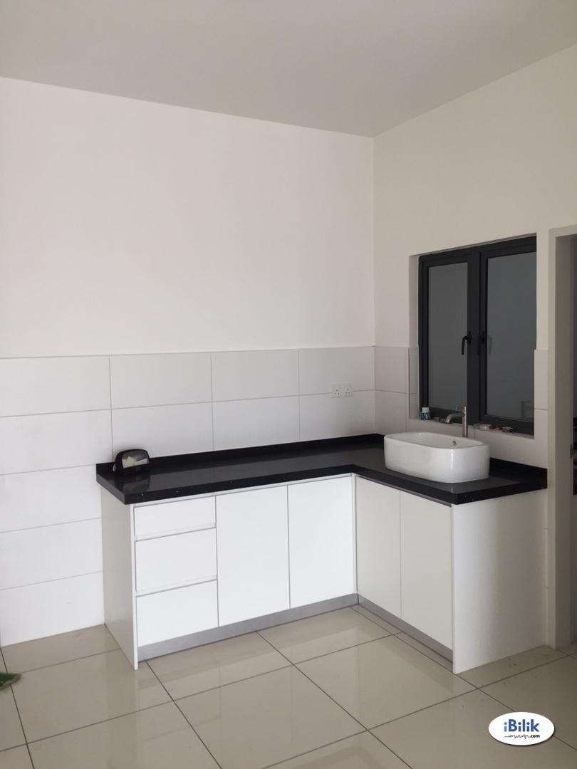 Master Room at Casa Green, Bukit Jalil. Utility, Internet and Cleaning Services is Included.