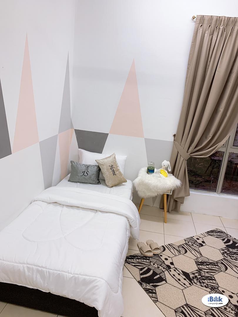 Middle Room at Platinum Lake PV13, Setapak