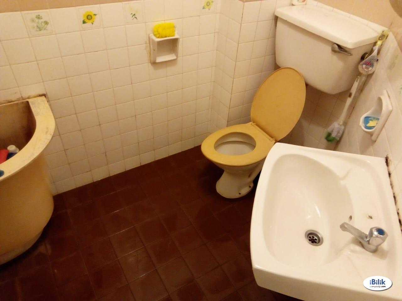 Midium Room for rent near Kelana Jaya LRT, NOW