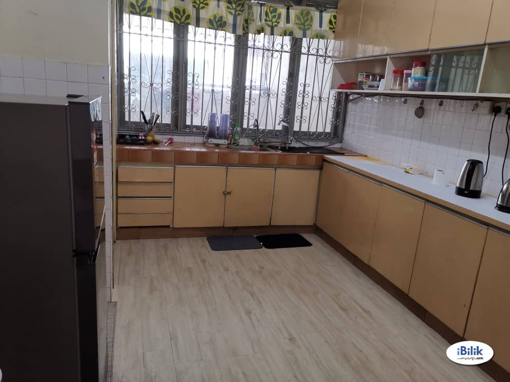 Fully Furnished with A/C Master Room at Taman Megah, Kelana Jaya