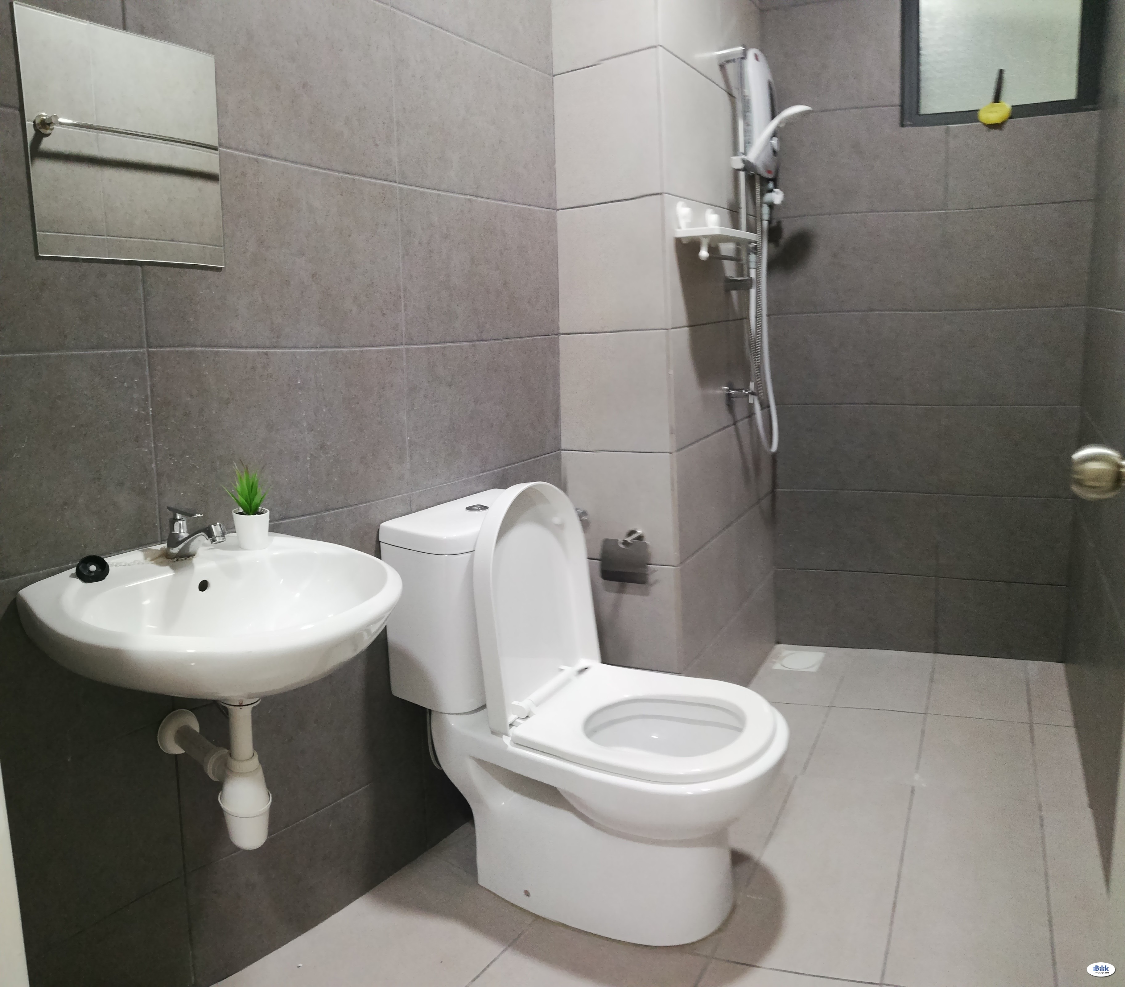 [Casa Green] Included Utilities, Comfortable and Budget Room & Walking 5 minute to LRT Muhibbah