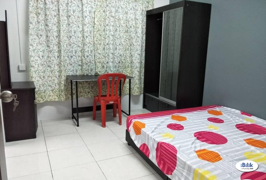 Middle Room Bukit Jalil , Kuala Lumpur With Weekly Cleaning