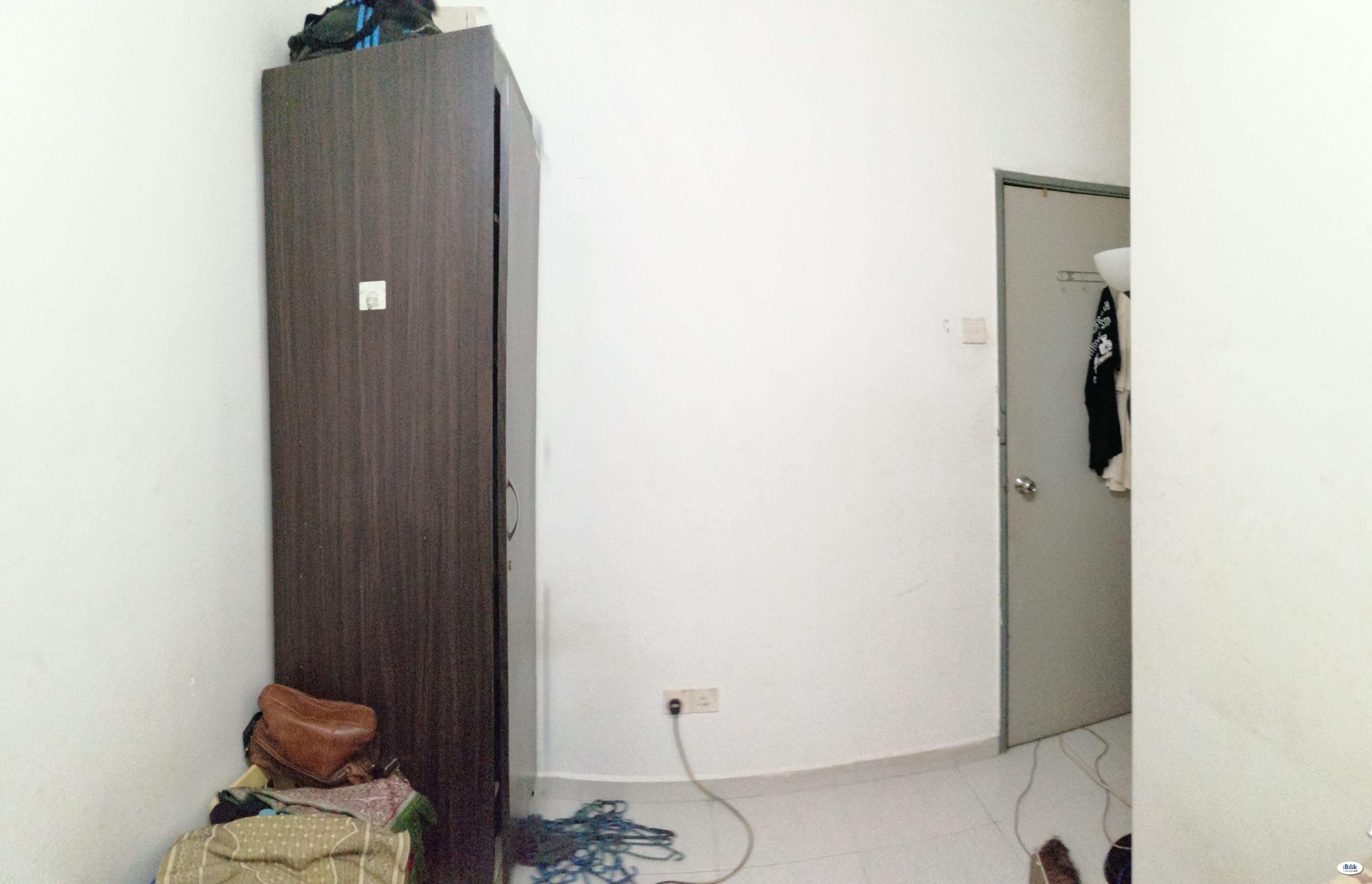 Middle Room at South City Plaza, Seri Kembangan