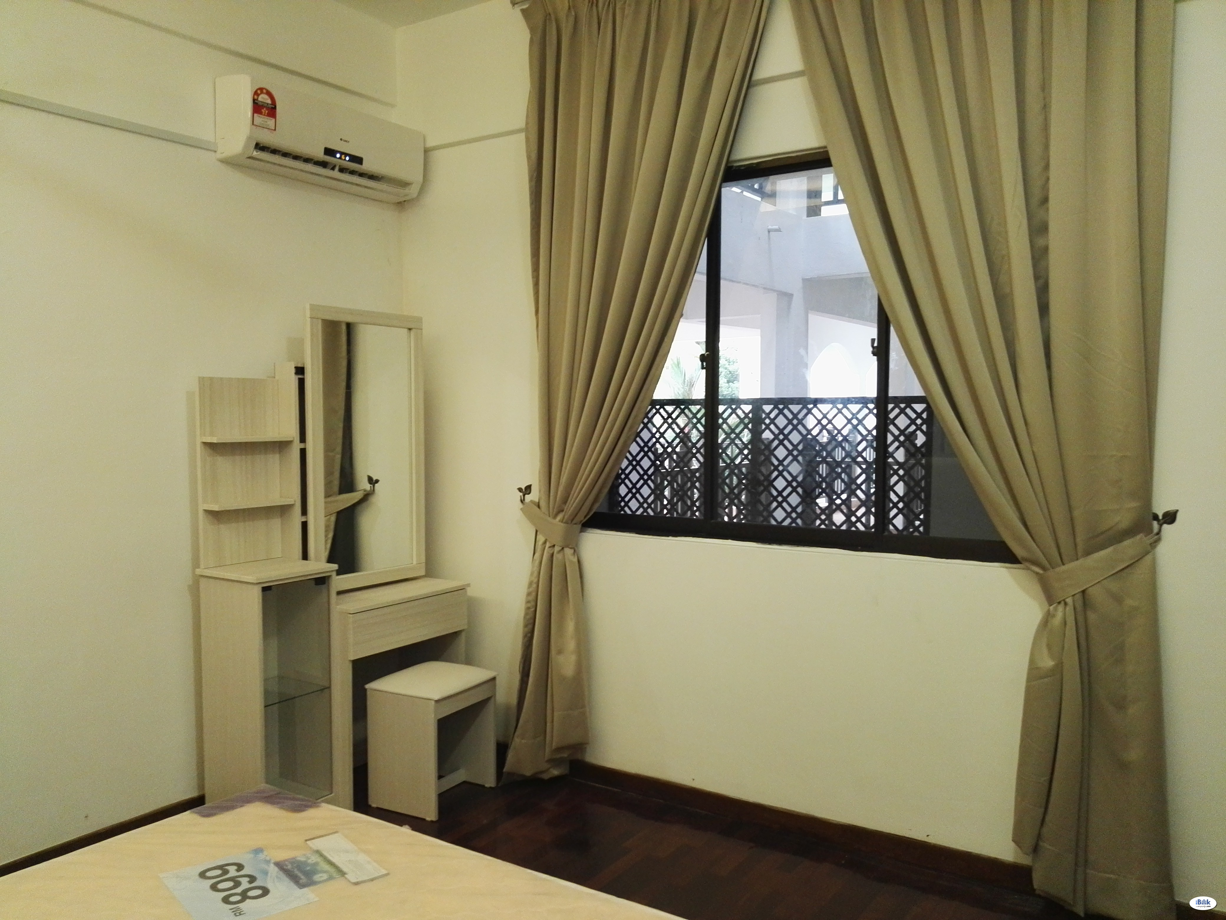 [Female Only] Middle Room for 1-2 Female at Cyberjaya, Selangor