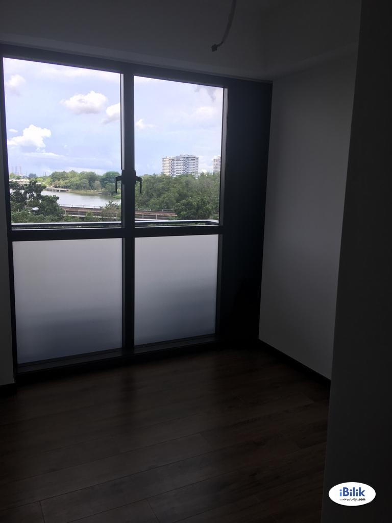No owner is staying! Common room at Lake Grande (2 Jurong Lake Link) for rent! Aircon wifi!