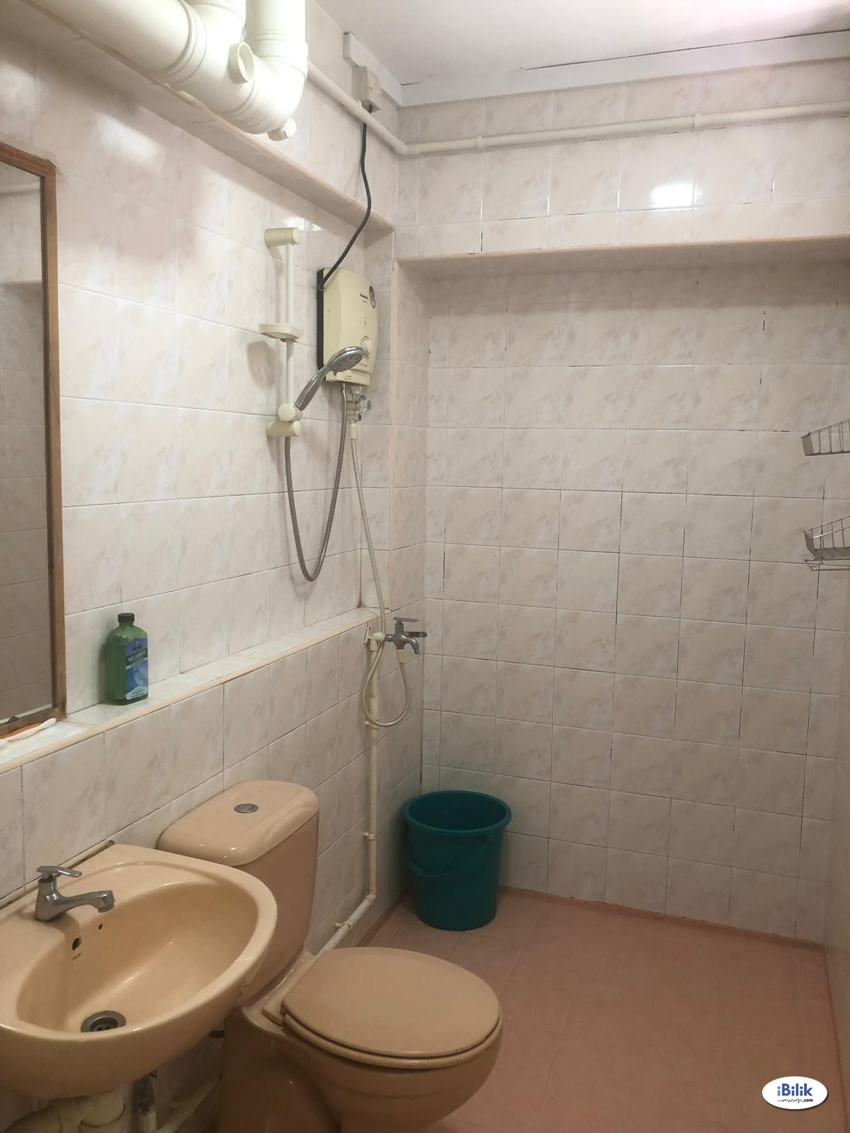 Middle Room at BLK 642 Jurong West, Jurong (no Agent Fee)