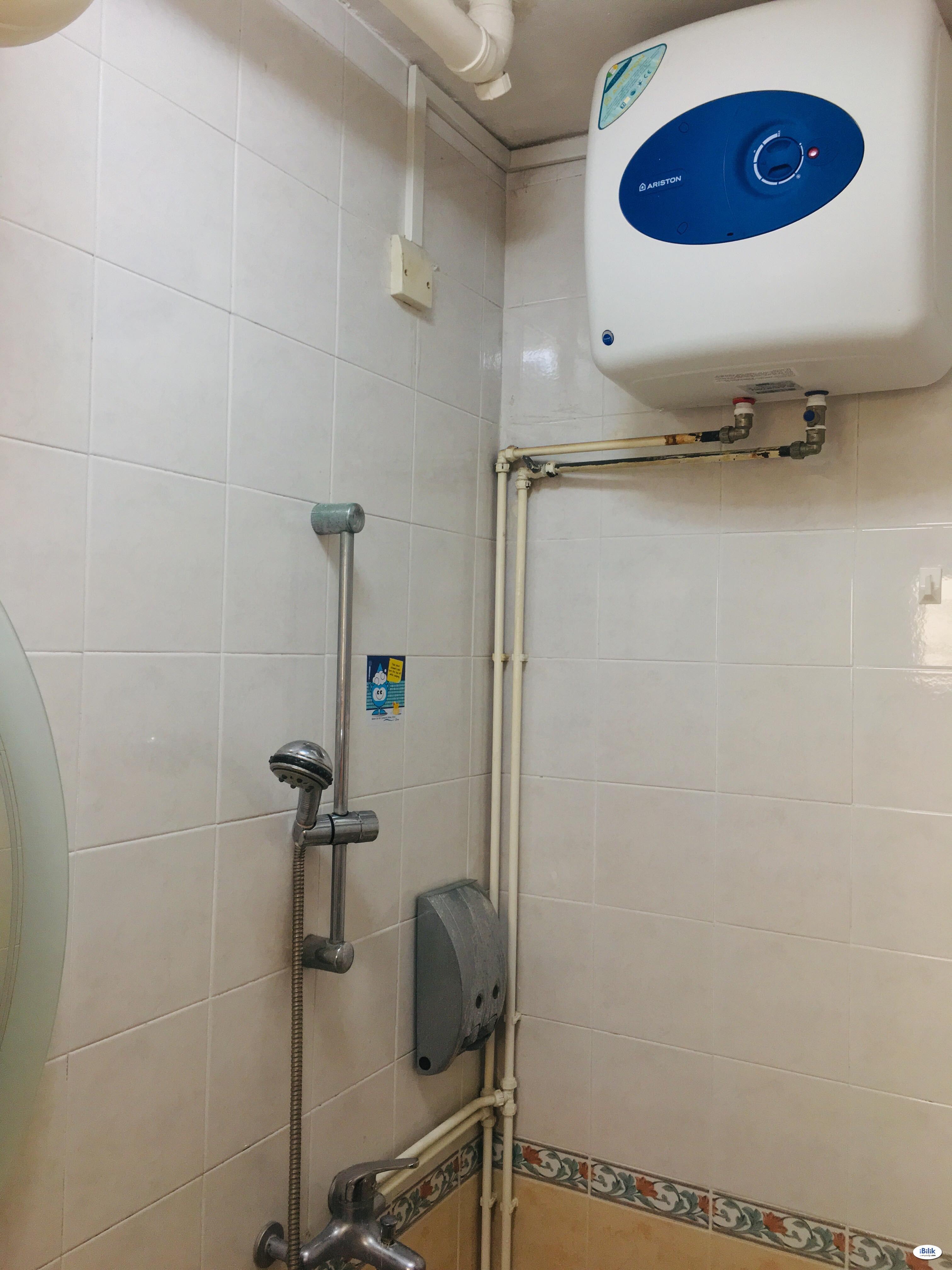 Boon Lay MRT spacious common room rent  (5 room flat)
