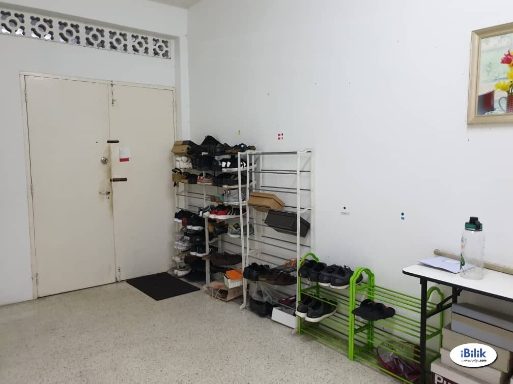 Master Room with Free High Speed Wifi, Free Cleaning for Common Areas at Section 17, Petaling Jaya