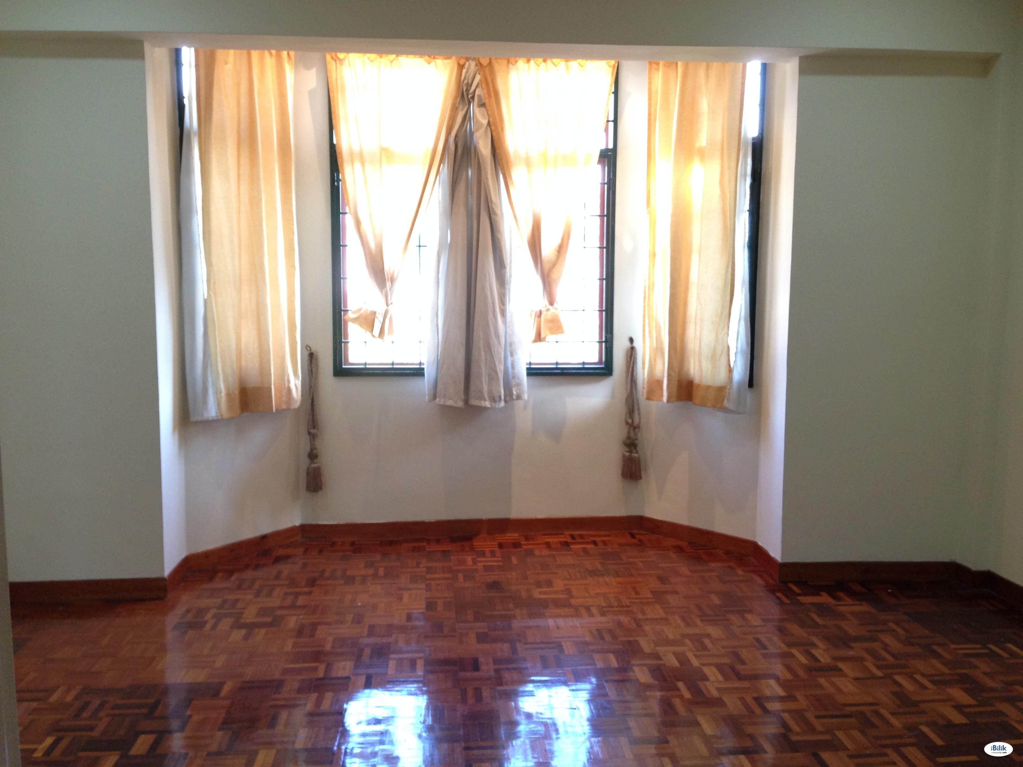 Middle Room at Tropicana Indah, Tropicana Walking MRT STation , Kota Damansara