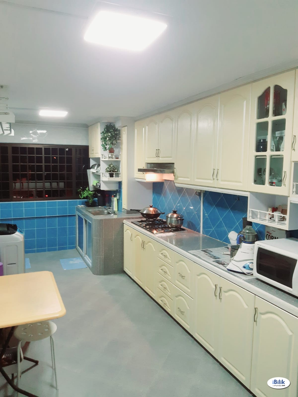 Master room at 405 hougang avenue 10 for rent! Aircon wifi!