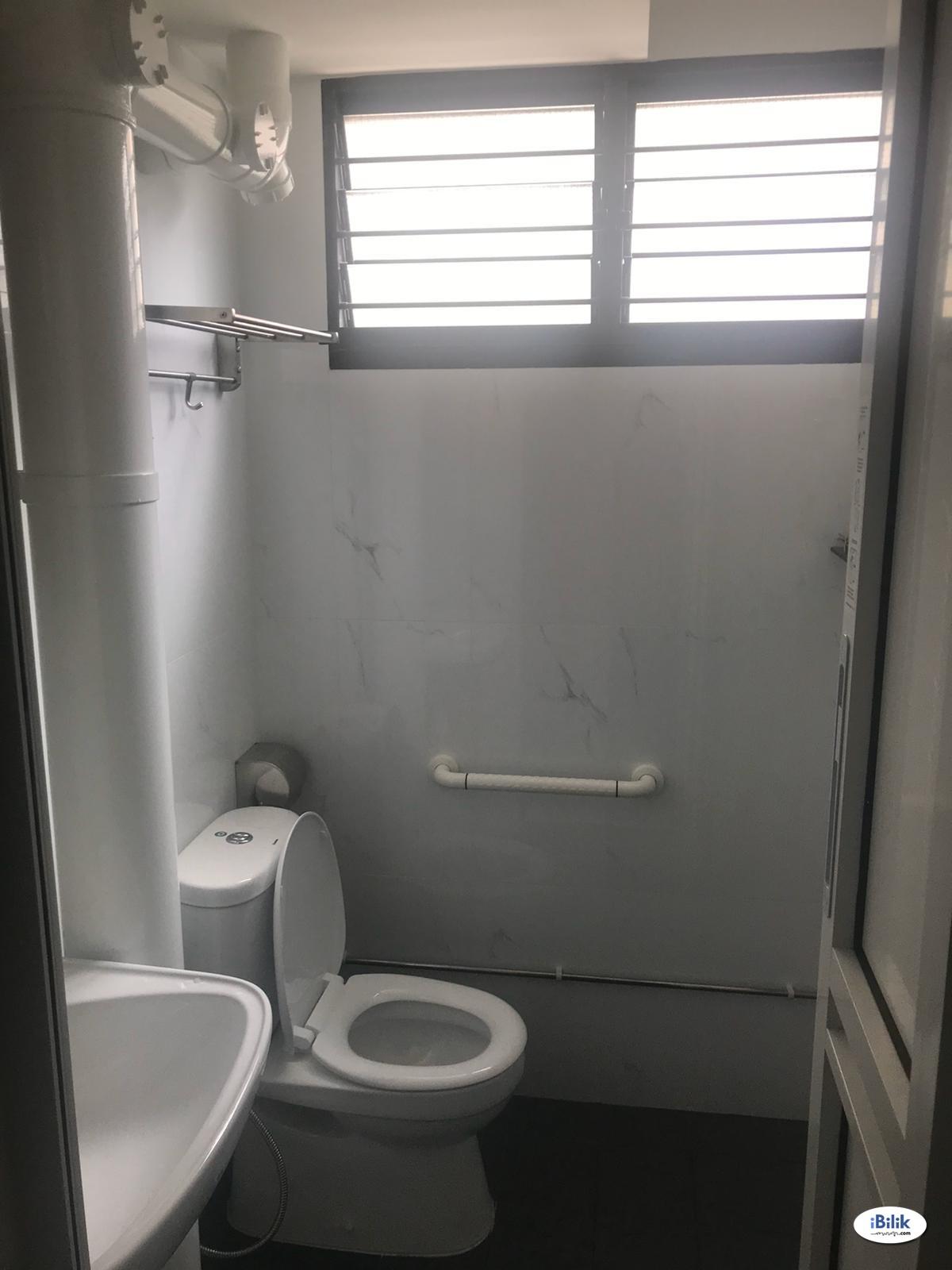 Near Yio Chu Kang MRT! Common room at 633 ang mo kio avenue 6 for rent! Aircon wifi!