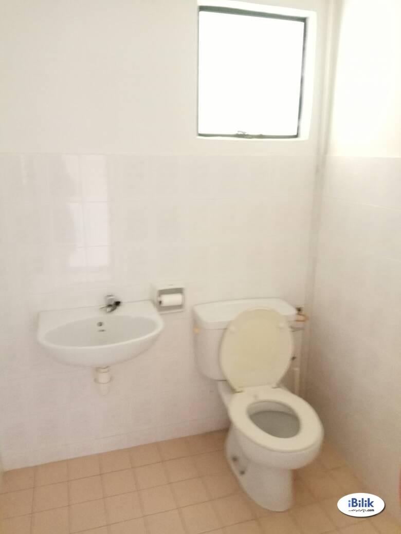 Clean Furnished Medium Bedroom for Single FemaleMiddle Room at Ampang, Selangor