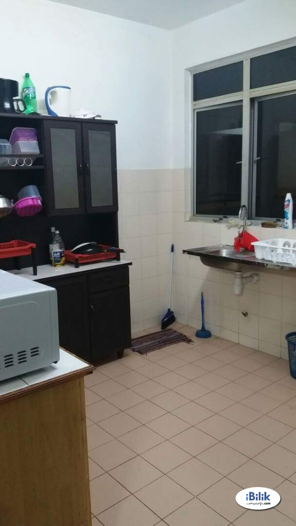Middle Room with balcony and free car park at Cyberia SmartHomes, Cyberjaya