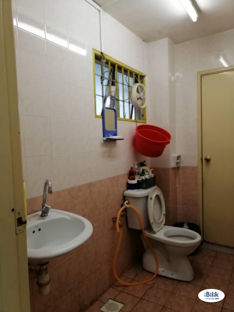 Single Room at Taman Bukit Serdang, Seri Kembangan