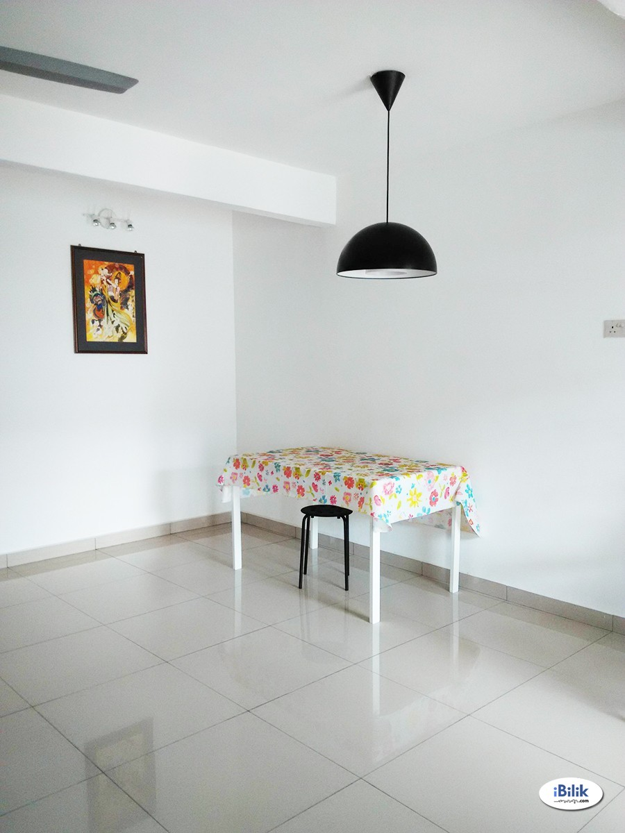 Air Cond Single Room at Taman Universiti Indah, Seri Kembangan