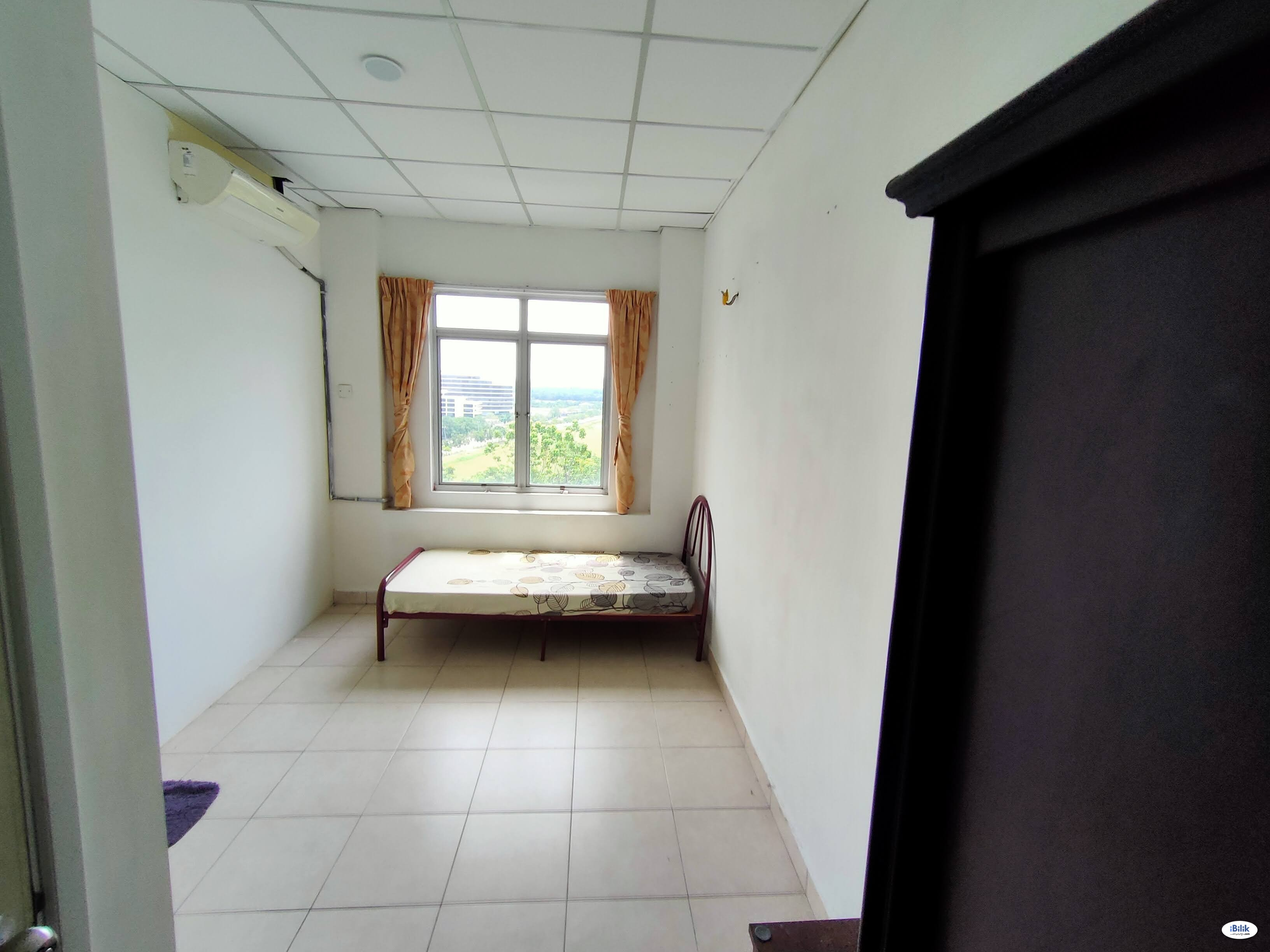 Cyberia Smarthome furnished NONsharing middle room RM350 airconditioned.