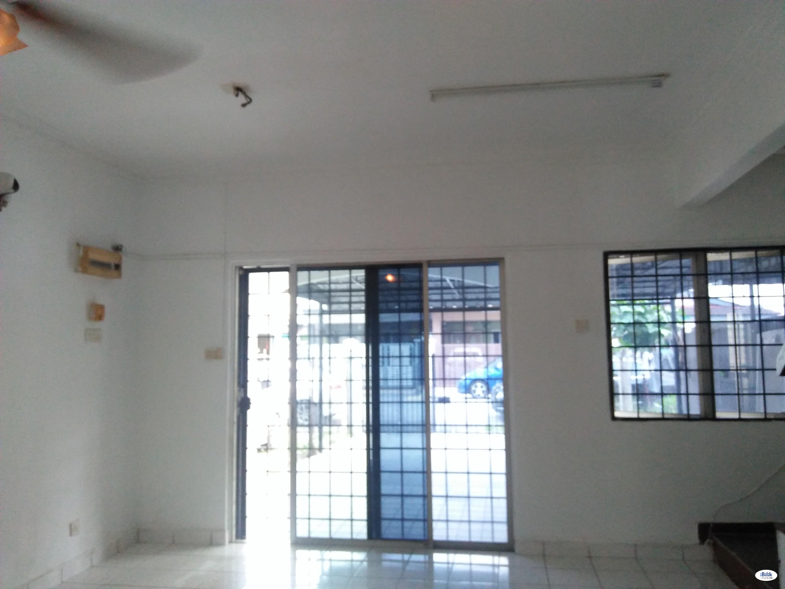 Single Room at Bandar Puchong Utama, Puchong