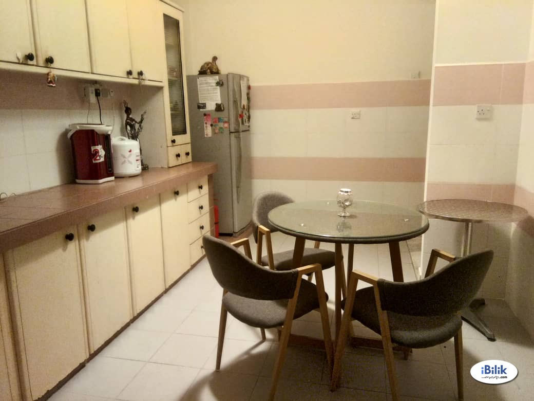Female only Private Room with Hotel Bed - Shared House