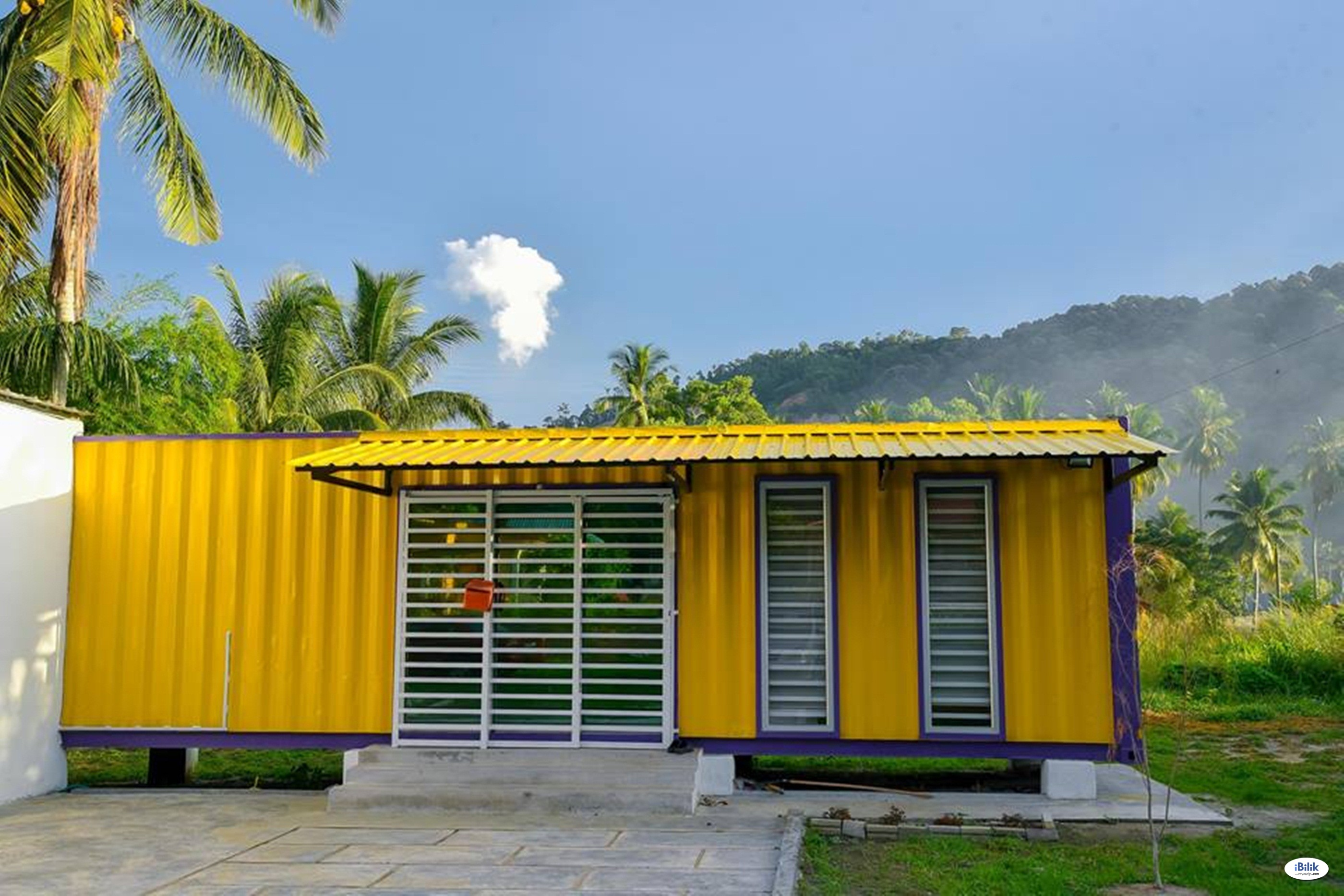 Yellow Cube Container Cabin Stay @ Lumut UNIFI TVBOX BBQ