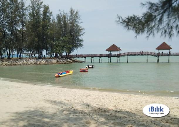 Homestay tingkat bawah mengadap pool di Teluk Kemang, Port Dickson