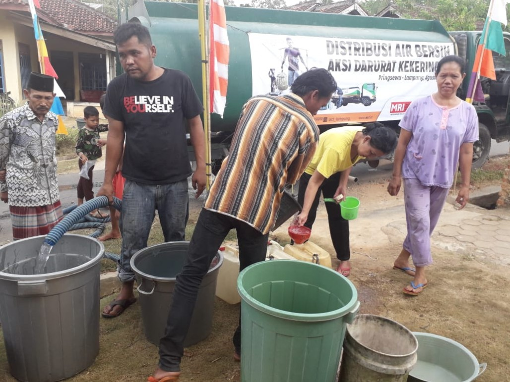ACT Lampung Distribusikan Air Bersih di Pringsewu' photo