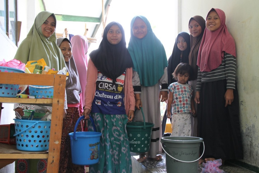 Islamic Boarding Schools Students in Karawang Grateful for Clean Water Aid' photo
