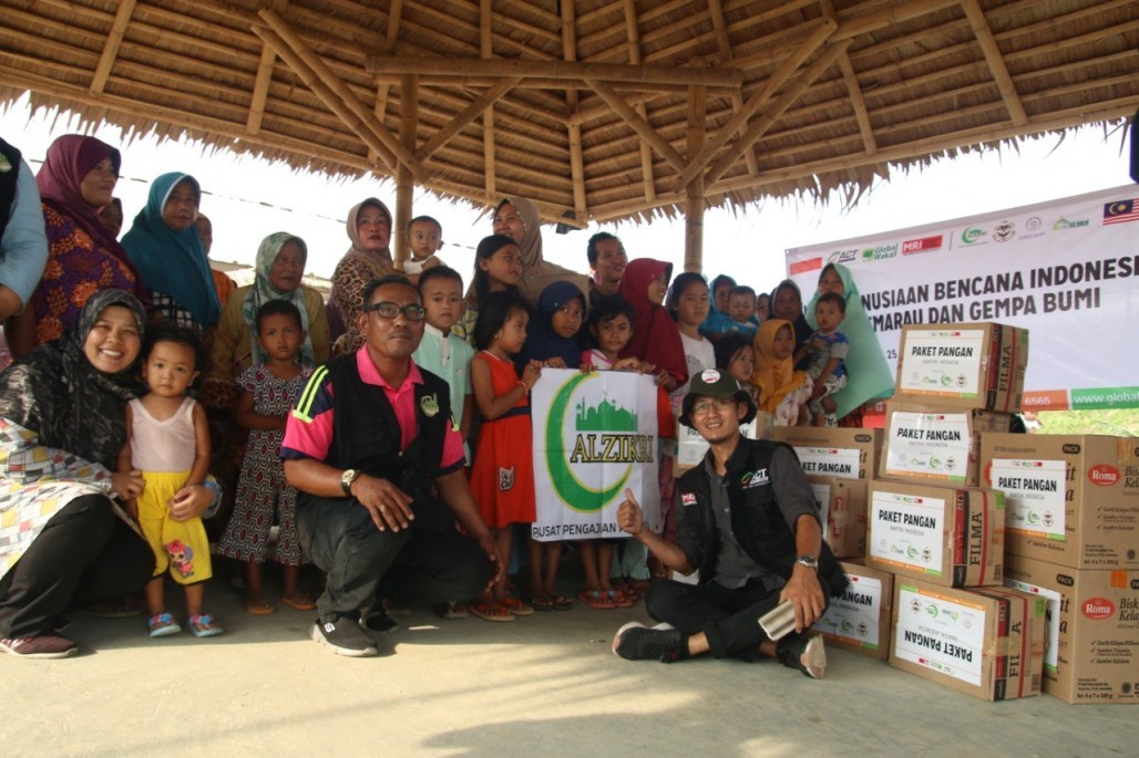 Food Package Distribution for Sunda Strait Tsunami Survivors' photo