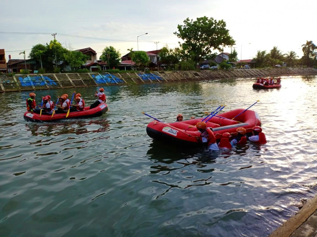 ACT Sumbar Gelar Pelatihan Water Rescue' photo
