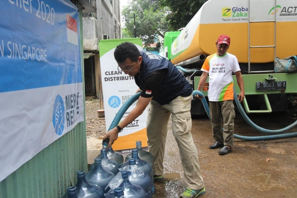 Mercy Relief and ACT Distribute Clean Water for Jakarta Flood Victims' photo