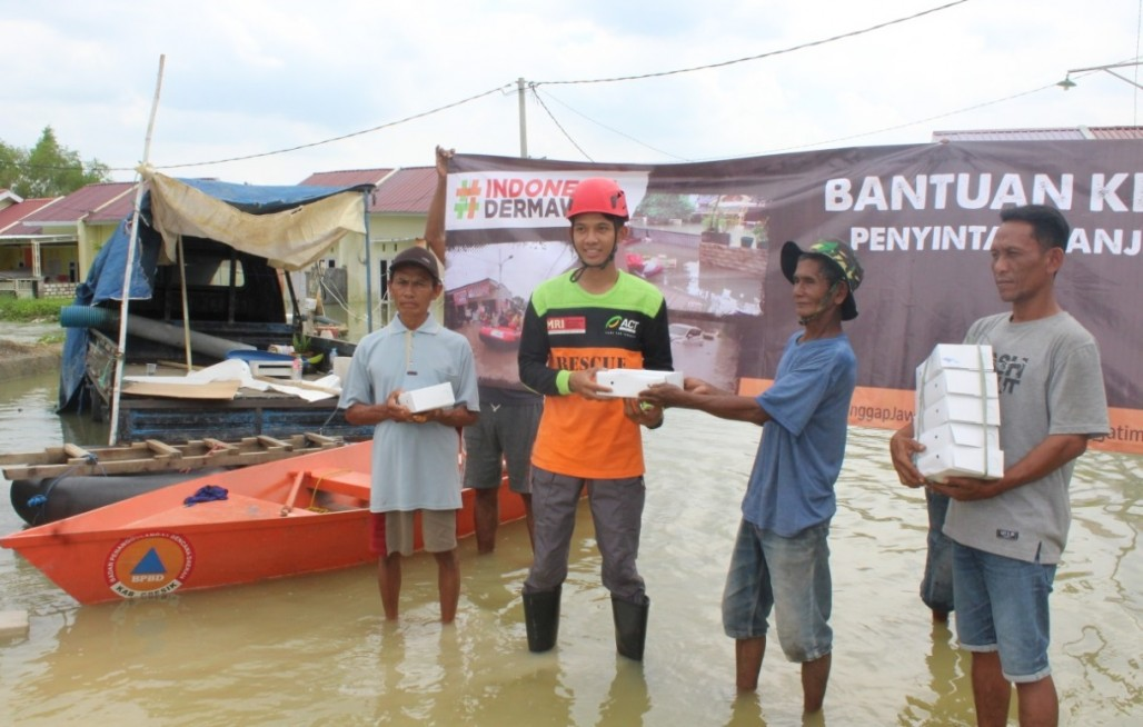 MRI and ACT Sends Food Aid for Gresik Flood Victims' photo