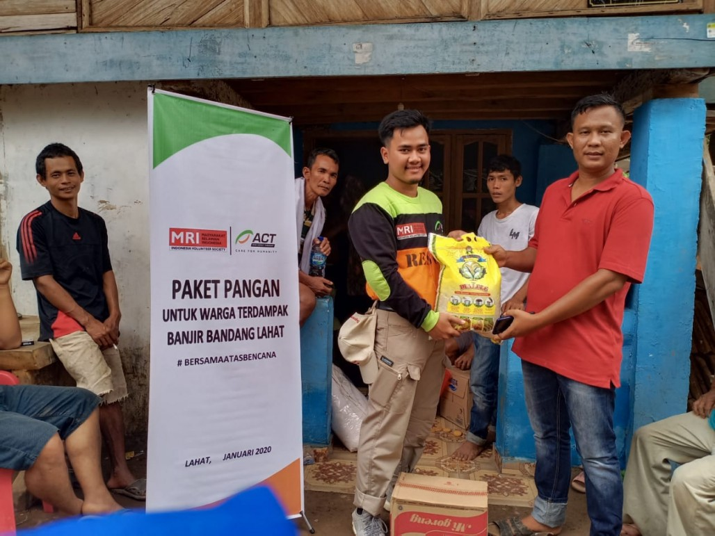 Emergency Aid Reaches Lahat Flood Victims