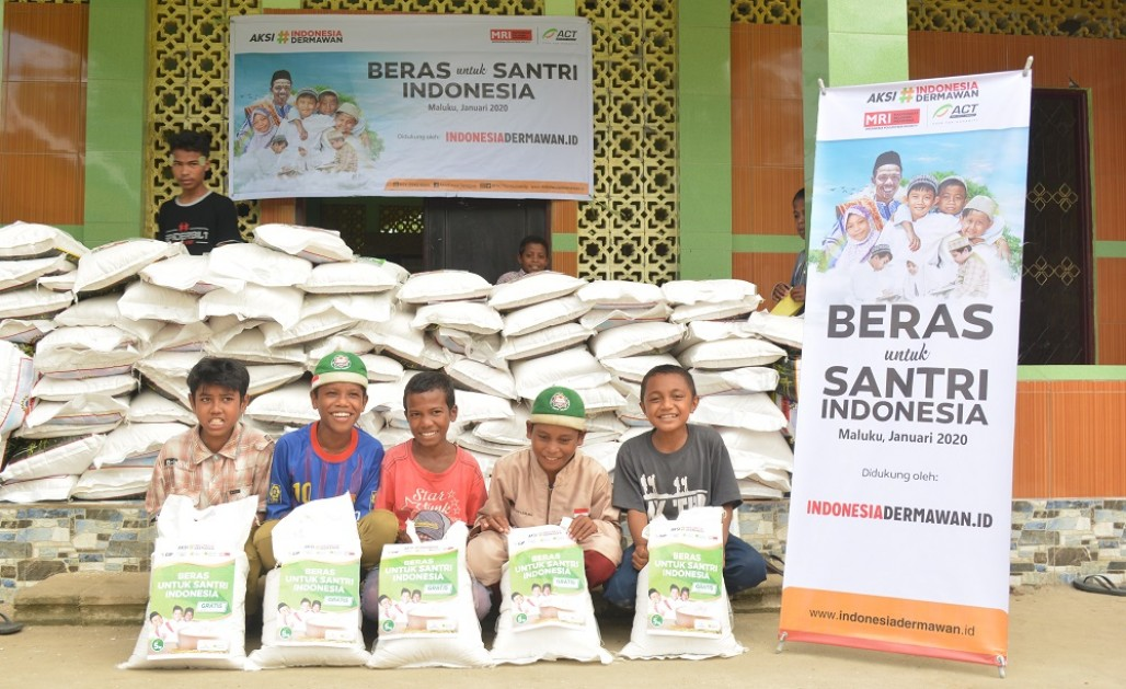 Quran Students in Maluku Receive Another Rice Aid