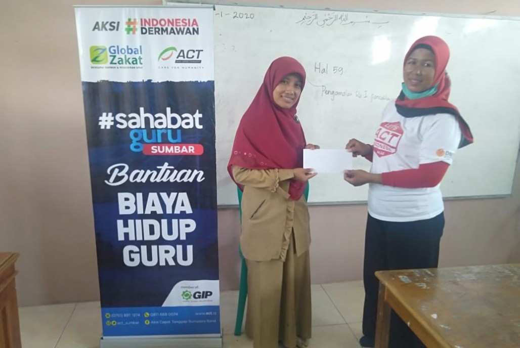 Tens of Teachers in West Sumatra Benefit From Financial Assistance