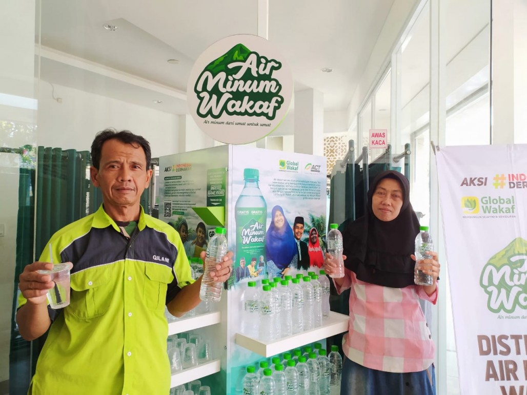 Worshippers in South Tangerang Appreciates Waqf Drinking Water' photo