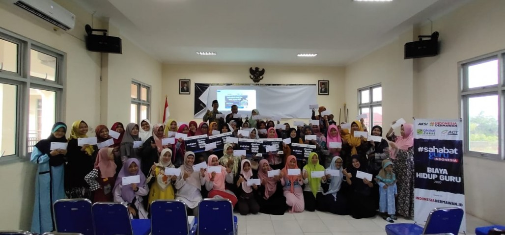 Another Financial Allowance Distribution for Teachers in Pekalongan' photo