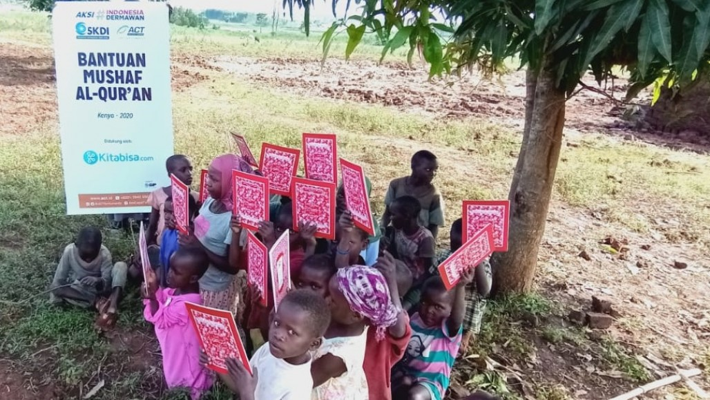 Quran Distribution Reaches Impoverished Families in Kenya' photo