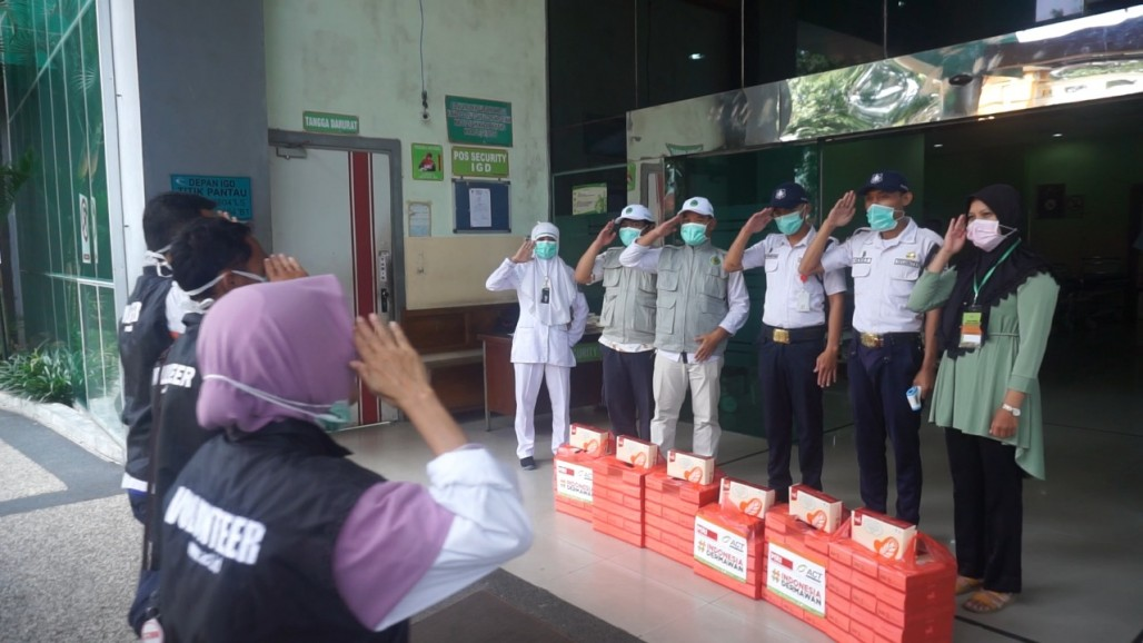 Food Packages to Support Healthcare Workers in Malang' photo