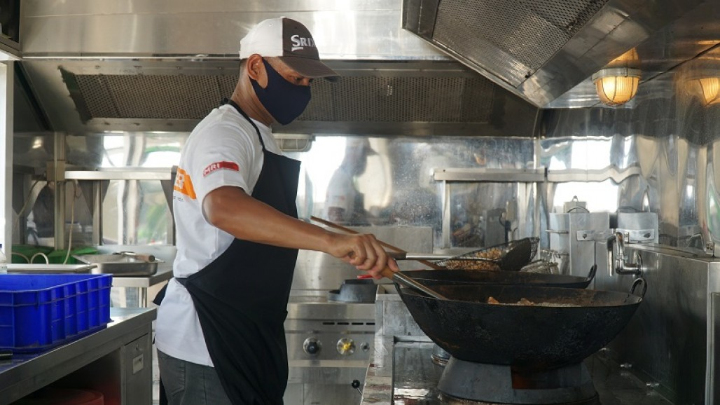Humanity Food Truck Serves Beef Dishes for COVID-19 Hospital on Galang Island's image