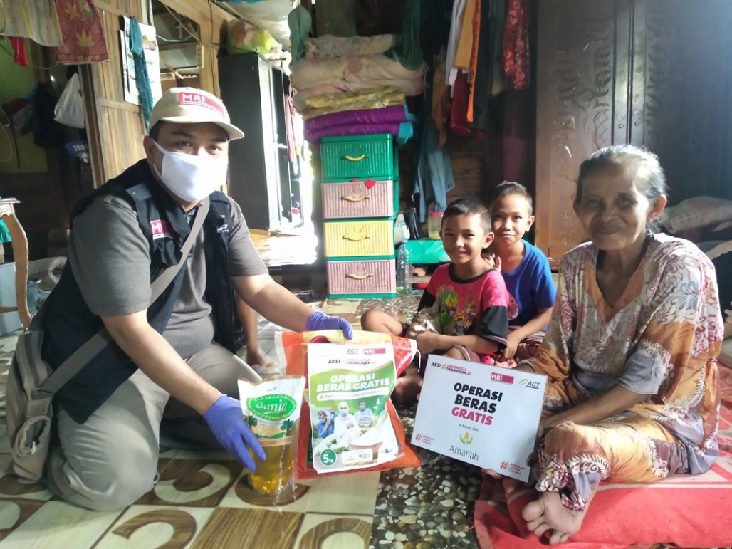 Bromo Islanders Benefit from Free Rice During Pandemic's image