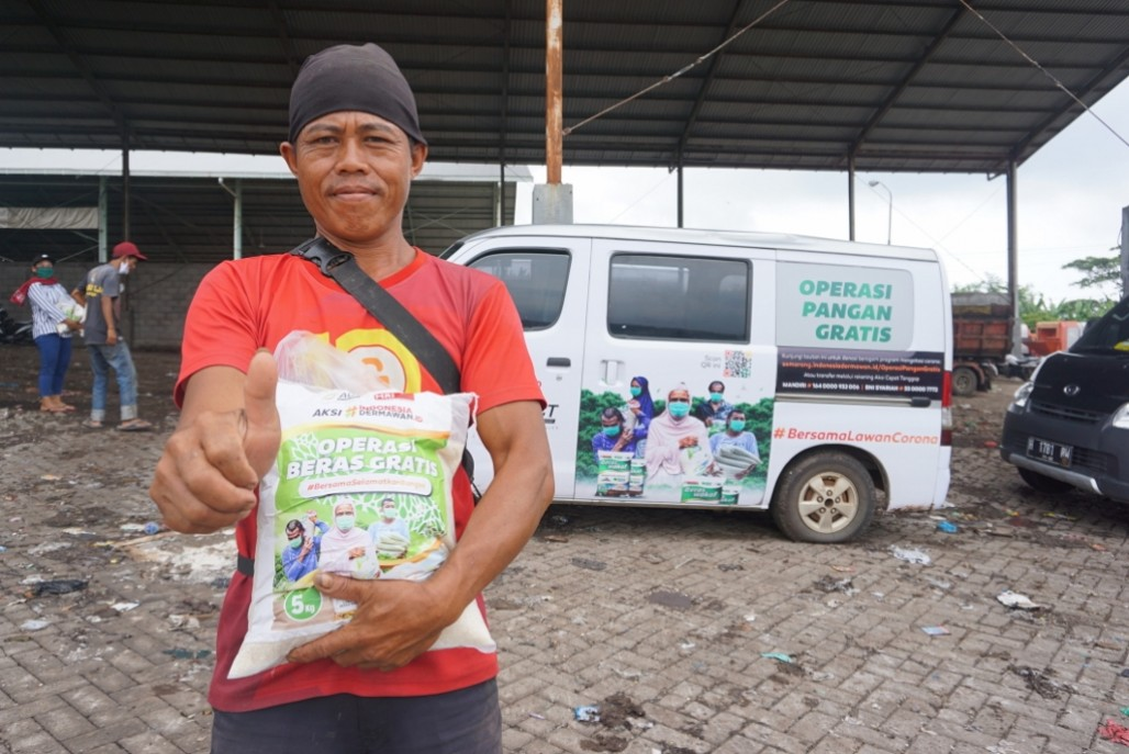 Thousands of Food Packages Distributed to Central Java Residents in Welcoming Ramadan 1441 AH's image