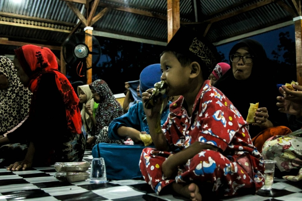 ICS Lebak Residents Spend First Ramadan in Temporary Shelters' photo