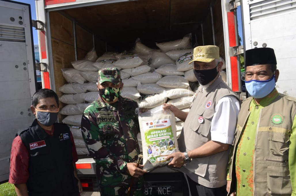 Ten Tons of Rice Distributed for Padang Residents's image