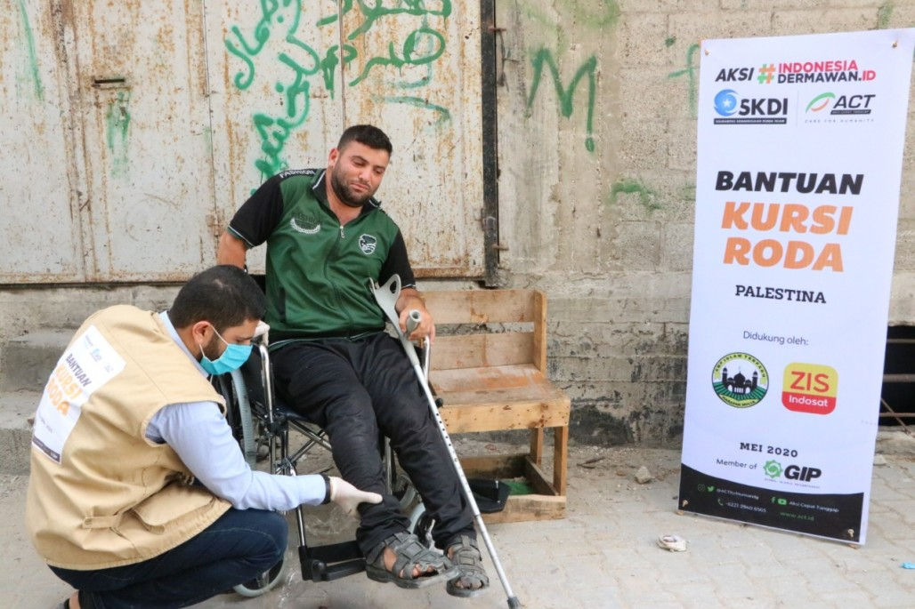 People with Disabilities in Gaza Get New Wheelchairs