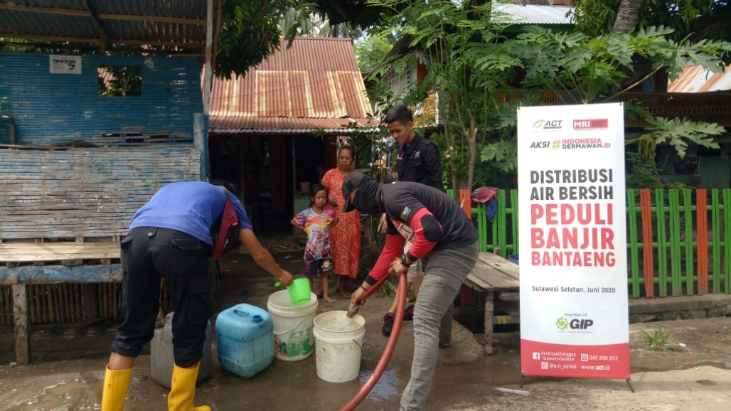 Thousands of Liters of Clean Water Distributed for Bantaeng Flood Victims