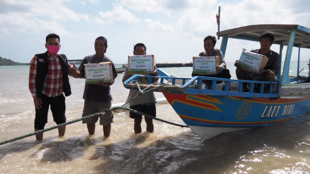 Free Food Operation for the Elderly and Tourism Workers in Gili Gede